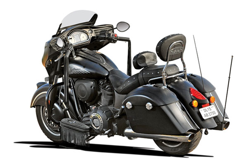 2017 indian chieftain dark horse review test ride autocar india. Black Bedroom Furniture Sets. Home Design Ideas