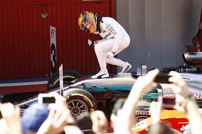 Lewis Hamilton defeats Sebastian Vettel in thrilling Spanish GP
