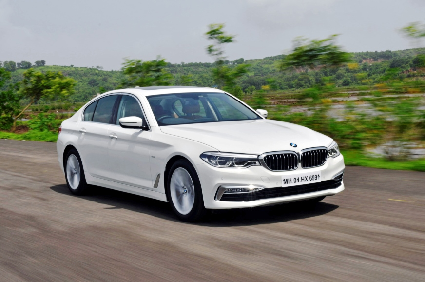 The BMW 520d is available in Sport Line and Luxury Line (...