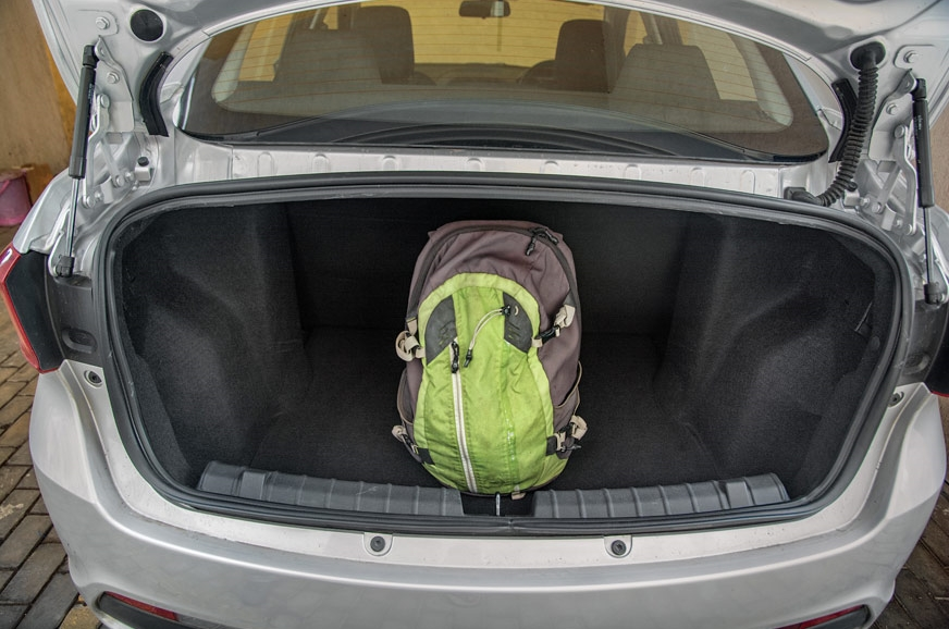 Large 420-litre boot has external hinges that don't intru...