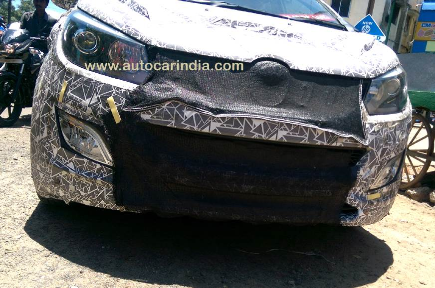 Top-spec Mahindra U321 MPV will come with projector headl...