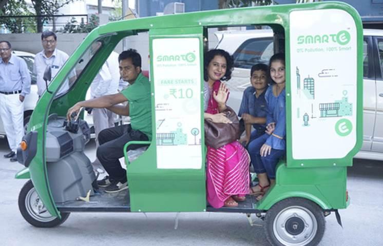 Metro stations in Gurgaon get 500 e-rickshaws