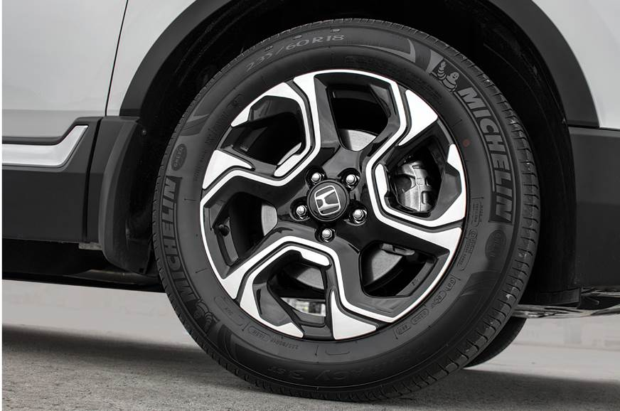 18-inch, chrome and black wheels look cool.