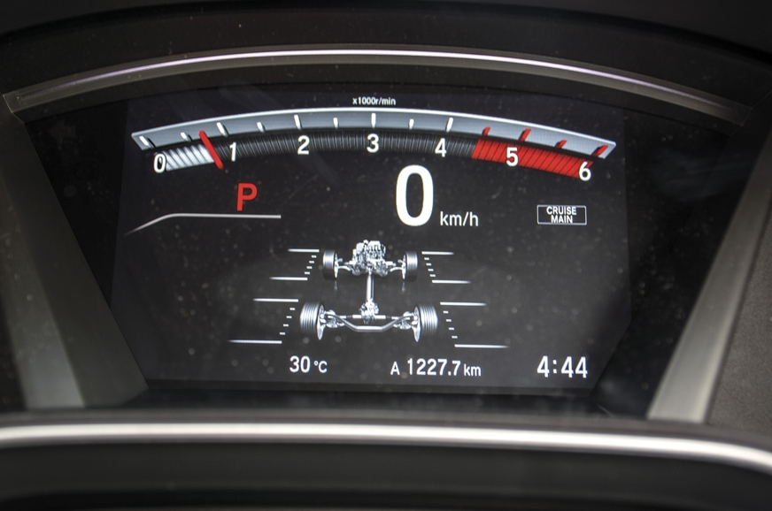Diesel pulls to 4,500rpm; real time pictogram for AWD.