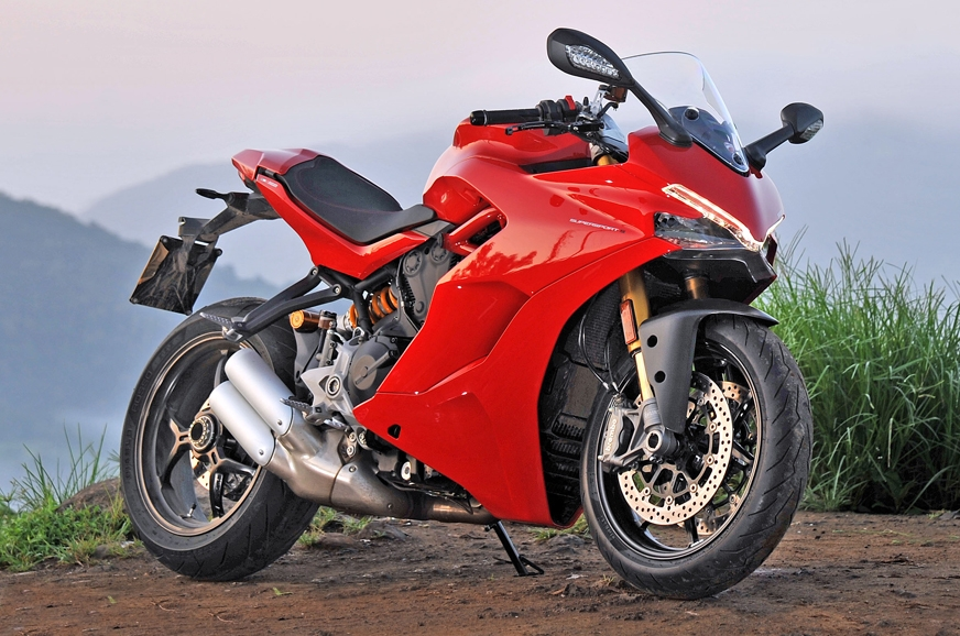 The comprehensive front fairing has no visible screws or ...