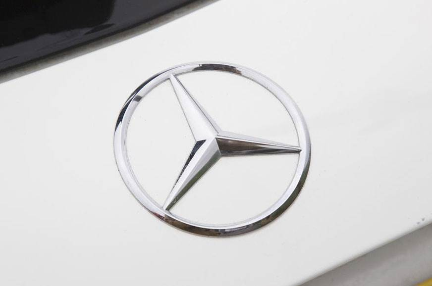 Mercedes-Benz issues airbag recall
