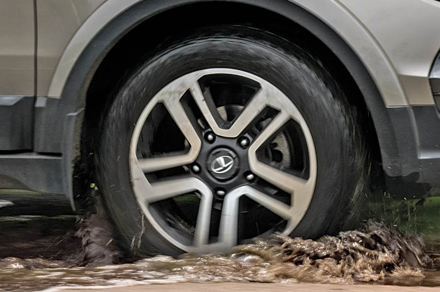 Big wheels: They dwarf potholes and allow you to tackle b...