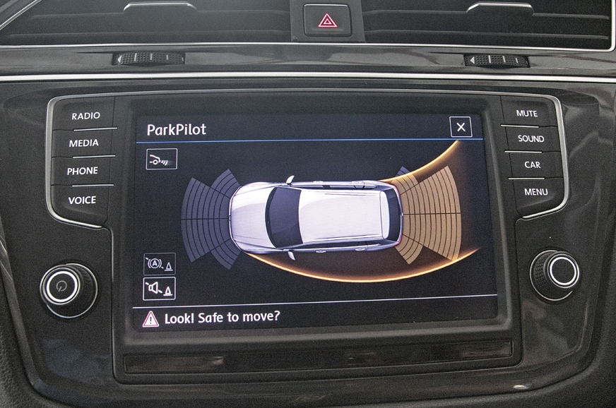 Dynamic parking guide on the VW is helpful.