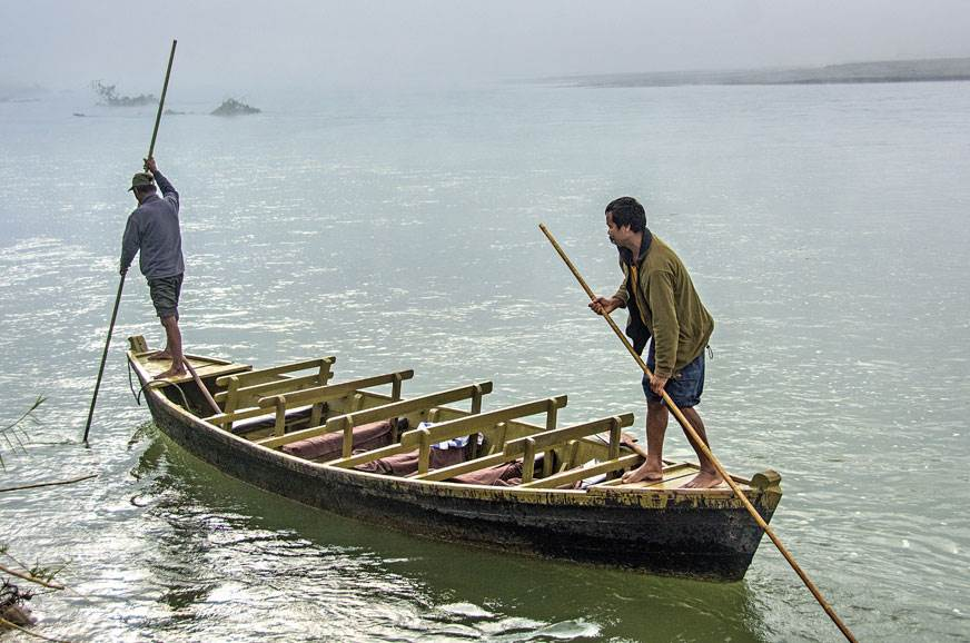 Boats took GODs to breakfast in Chitwan.