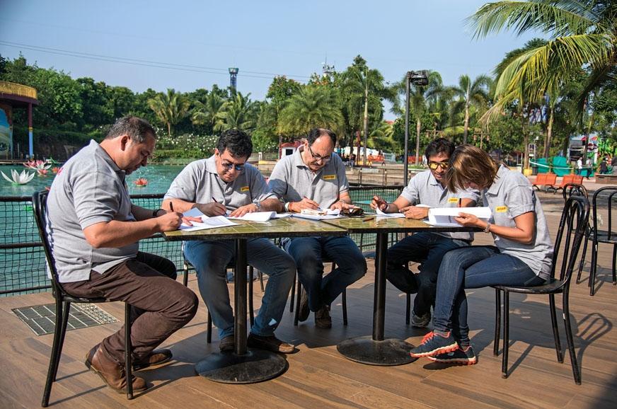 Expert jury panel score the cars on various parameters.