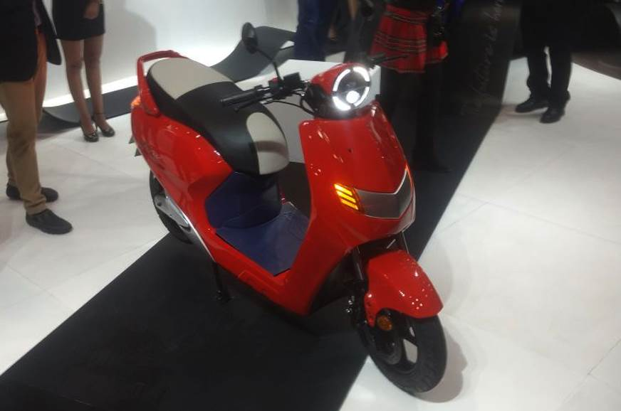 Twenty Two Motors Flow e-scooter launched at Auto Expo 2018