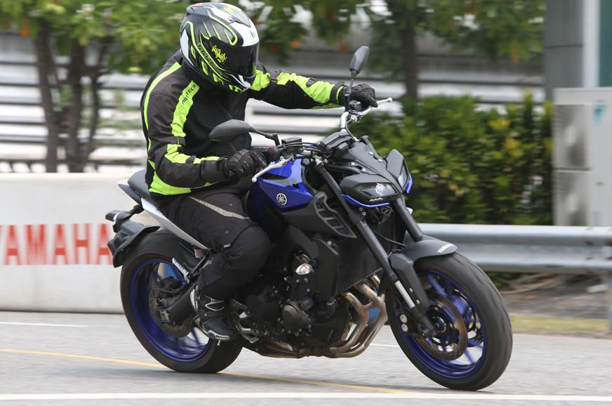 2018 yamaha mt 09 review test ride autocar india. Black Bedroom Furniture Sets. Home Design Ideas