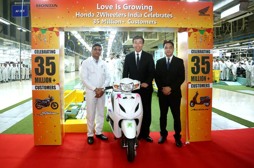 (LRto L) Yadvinder Singh Guleria HMSI Sr Vice president; Minoru Kato, HMSI president & CEO  and Naveen Aw General Manager, Tapukara Plant, HMSI.
