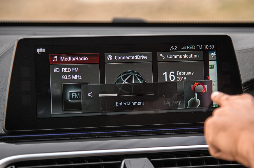 The latest iDrive system with gesture and touch operation.