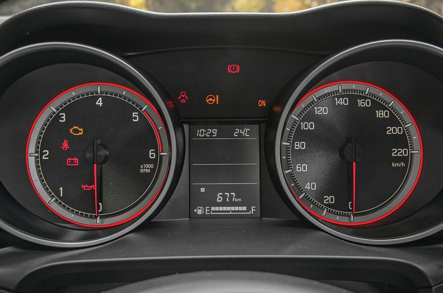 Red needles give the Swift's dials a very sporty look.
