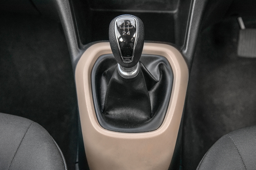 High-quality gear lever and knob has a premium feel on th...