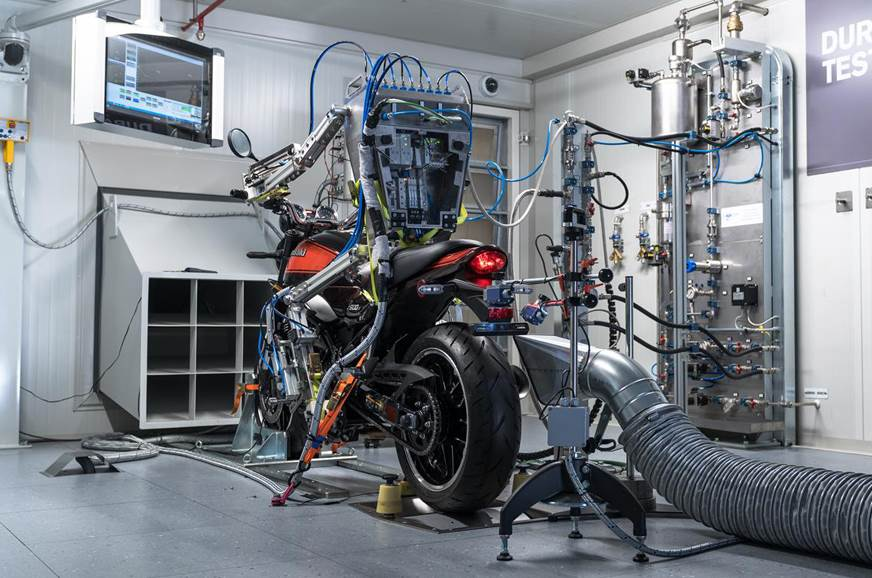 Akrapovic initiates robot rider in tests