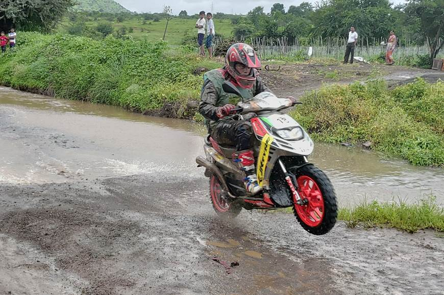 Venkatesh Shetty wins 2018 Monsoon Scooter Rally
