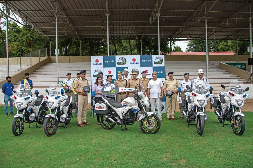 Senior Policemen from Ahmedabad receive new Gixxer patrol...