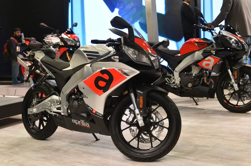 The RS 150 shares styling elements with Aprilia's other R...