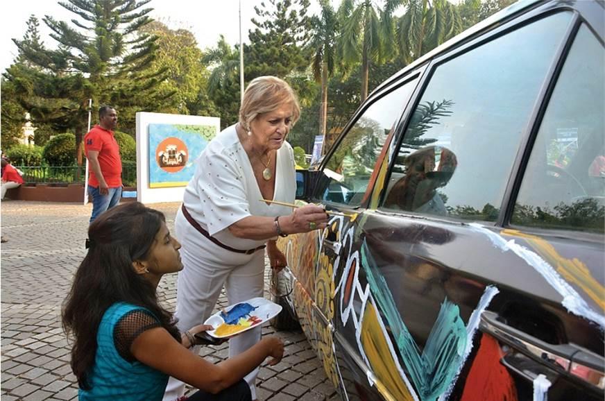 Cartist holds art workshops to promote aspiring artists.