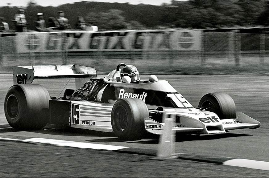 Jean-Pierre Jabouille monsters his RS01 around Silverston...