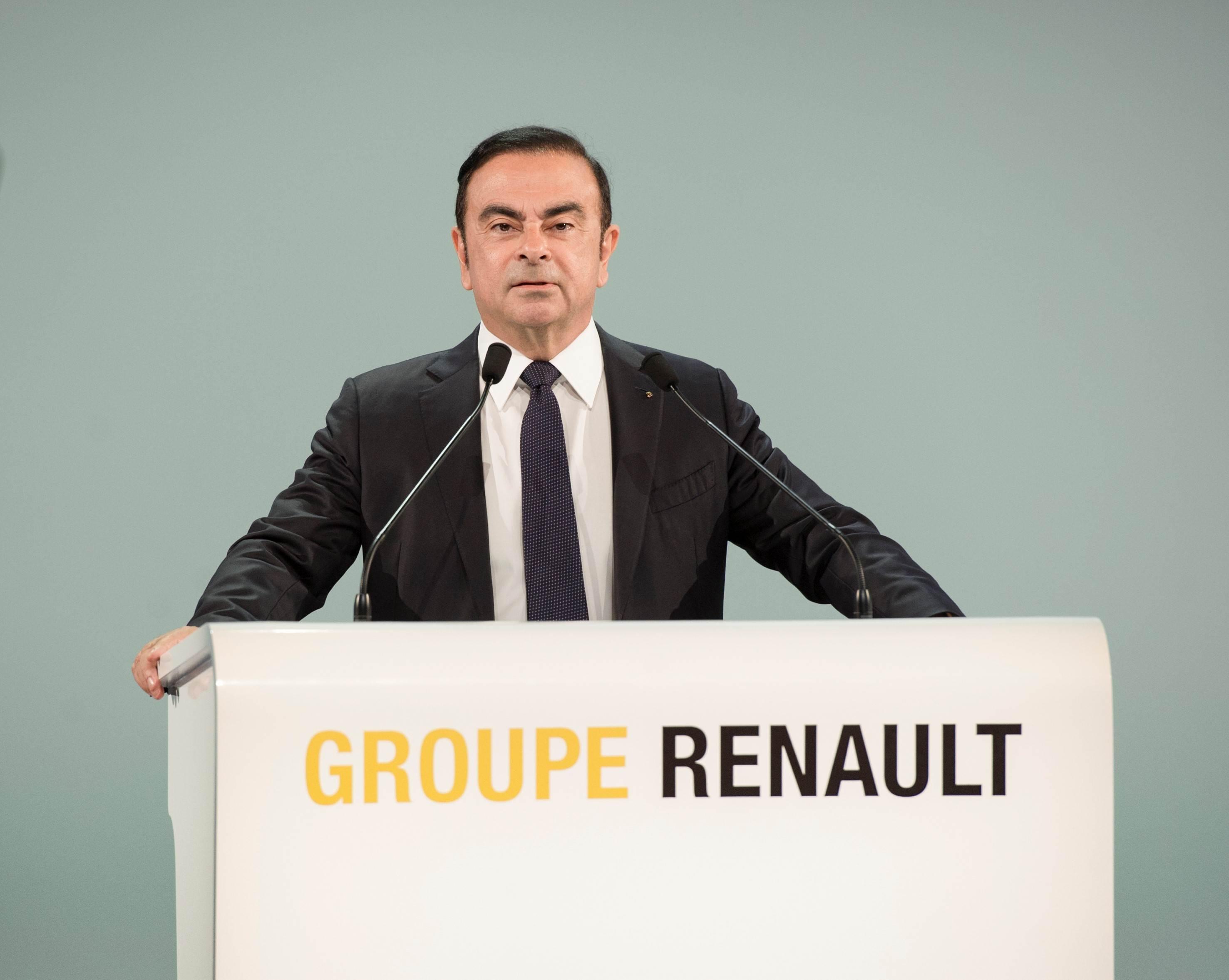 Renault keeps Carlos Ghosn as CEO