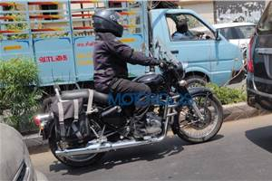 Next-gen Royal Enfield Classic spied with accessories
