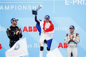 Frijns takes maiden Formula E win at rain-hit Paris E-Prix