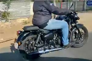 2020 Royal Enfield Thunderbird spied in near-production form