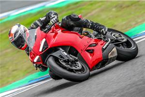 Ducati Panigale V2 review, test ride