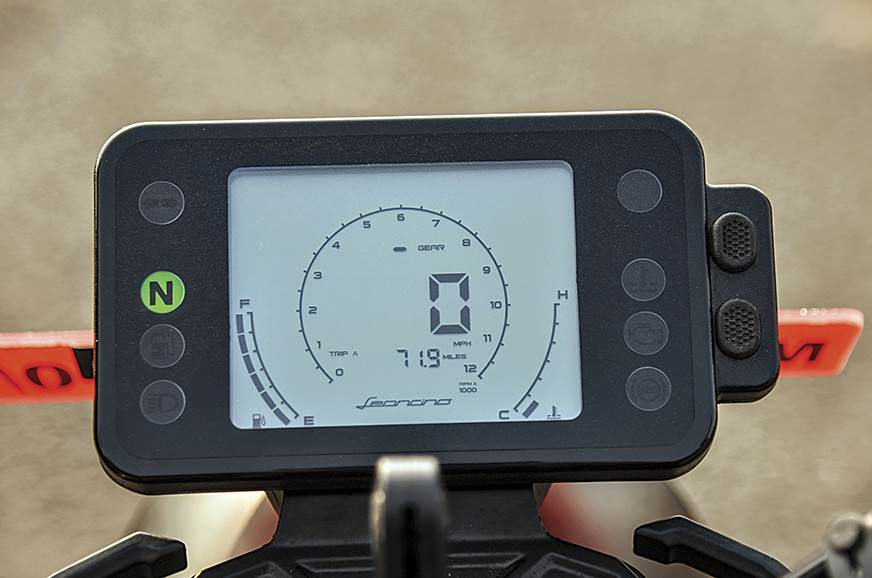 Instrument cluster is a basic digital unit. Could do with...