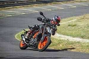 2020 KTM 390 Duke review, track ride