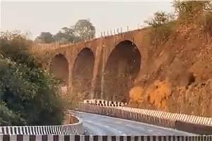 190-year old Amrutanjan Bridge on Mumbai-Pune Expressway demolished