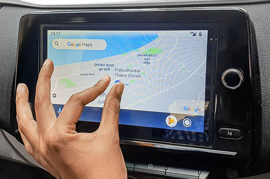 PINCH ME: For a car screen, pinch-to-zoom works surprisin...