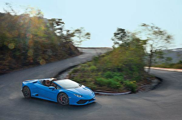Driving the Lamborghini Huracan Spyder up Nandi Hills