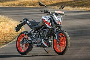 Choosing between the KTM Duke 200 and Pulsar RS200