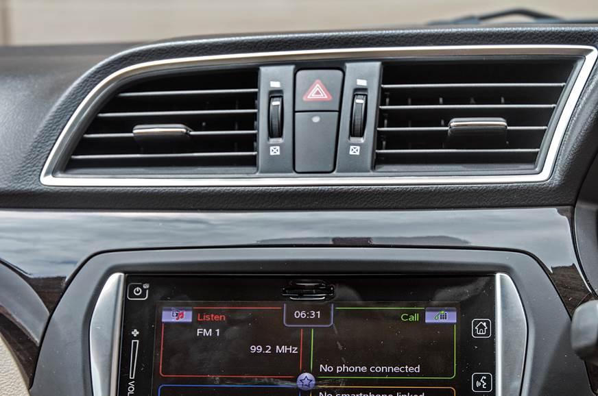 Pre-facelift Maruti Suzuki Ciaz AC vents