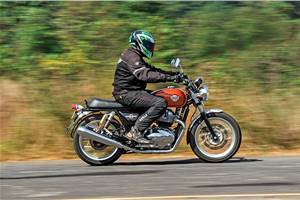 Choosing between the Royal Enfield Interceptor 650 and the Jawa Perak