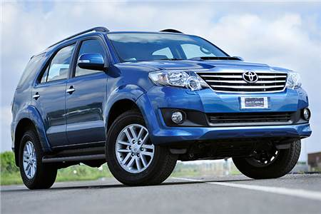 2011 Toyota Fortuner 2WD automatic image gallery