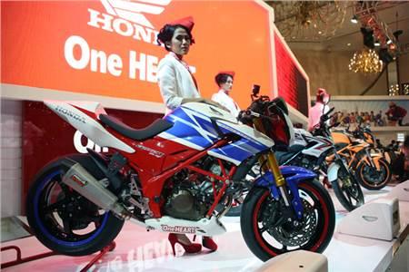 Honda CB150R gallery