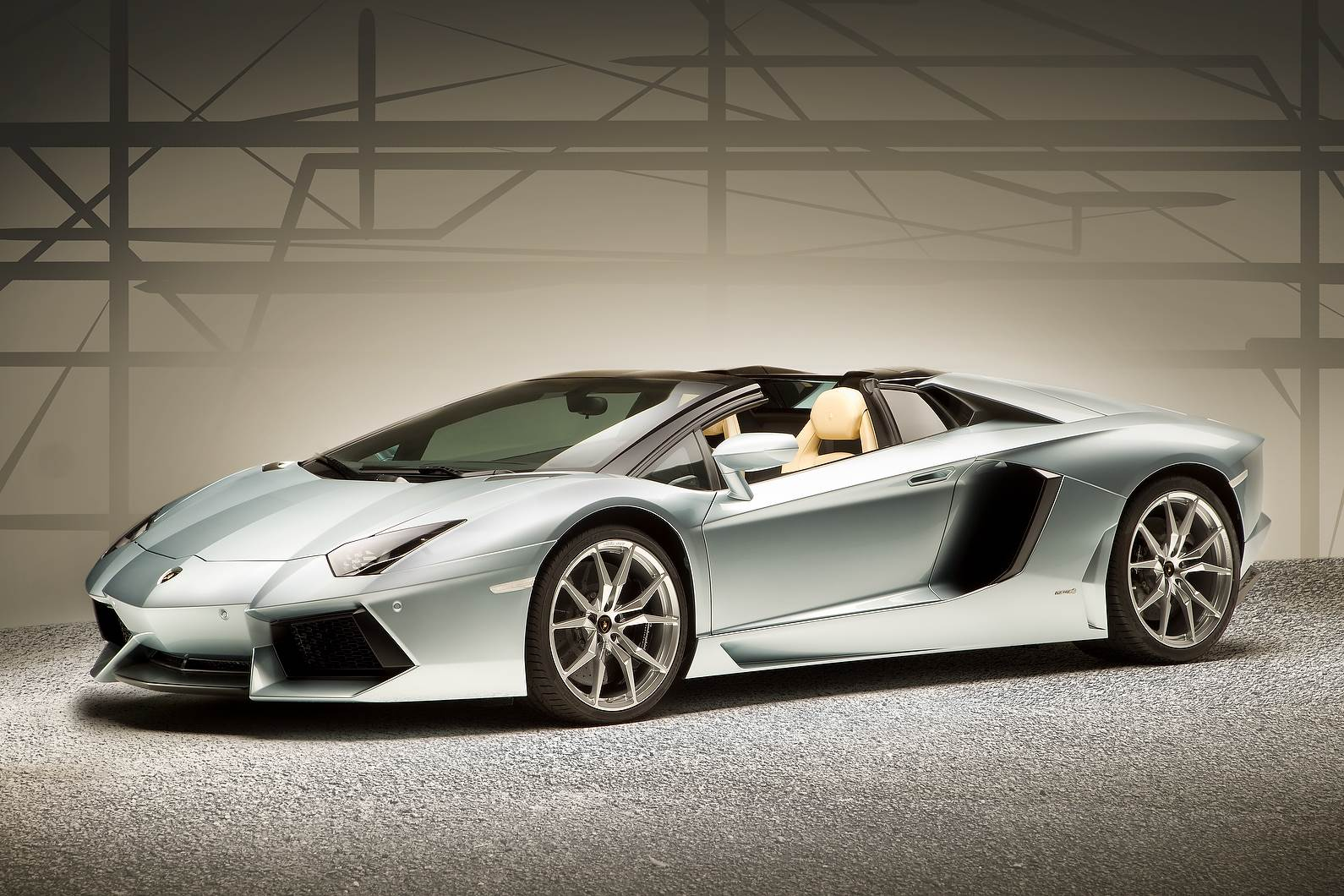 Lamborghini Aventador Roadster photo gallery