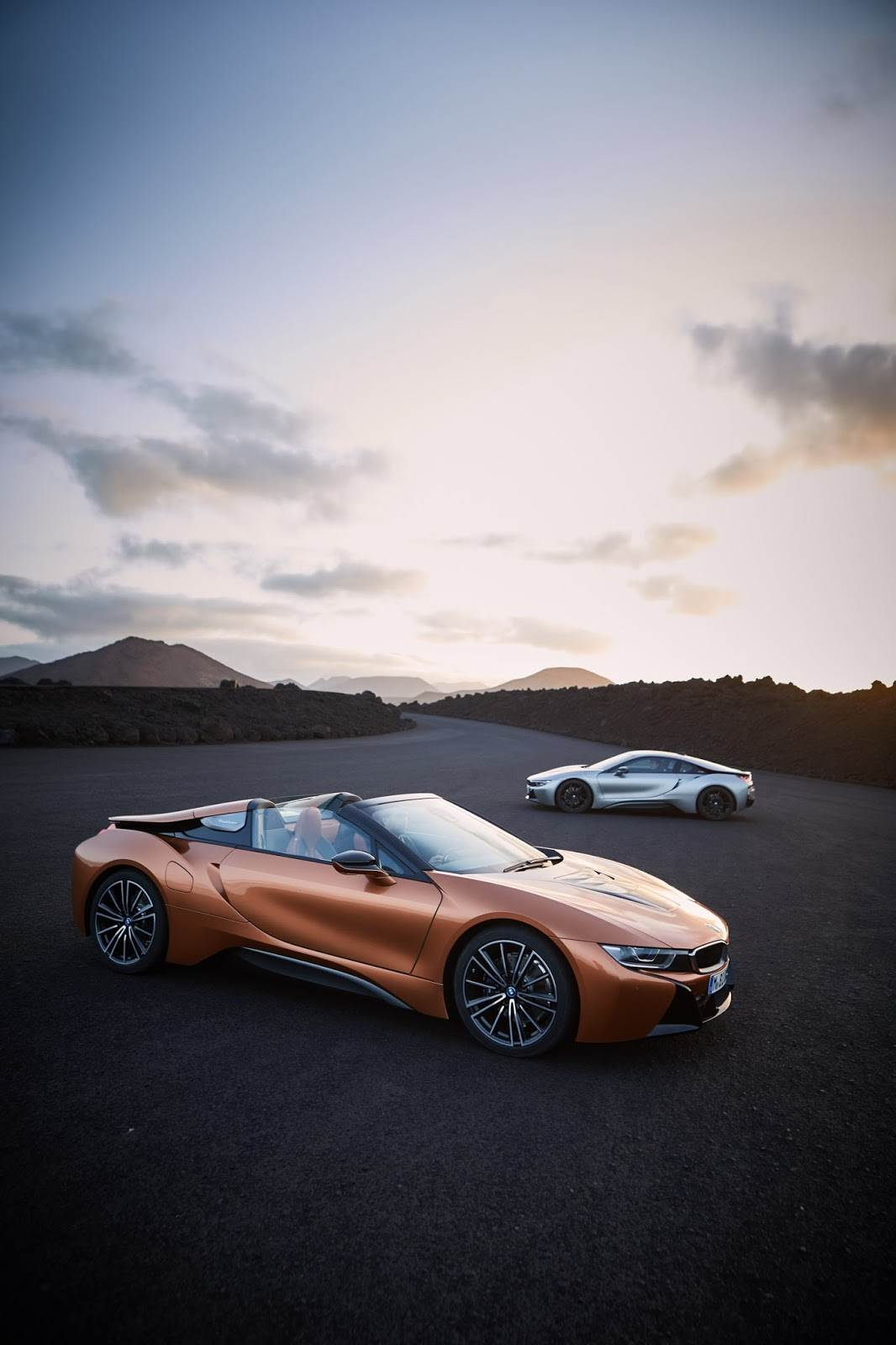 2018 BMW i8 Coupe, Roadster image gallery