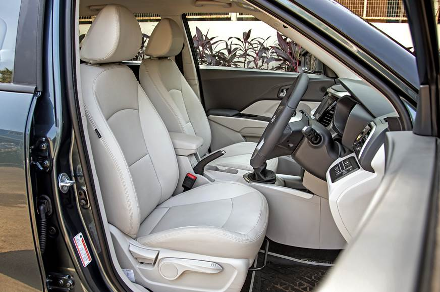 2019 Mahindra XUV300 front seats