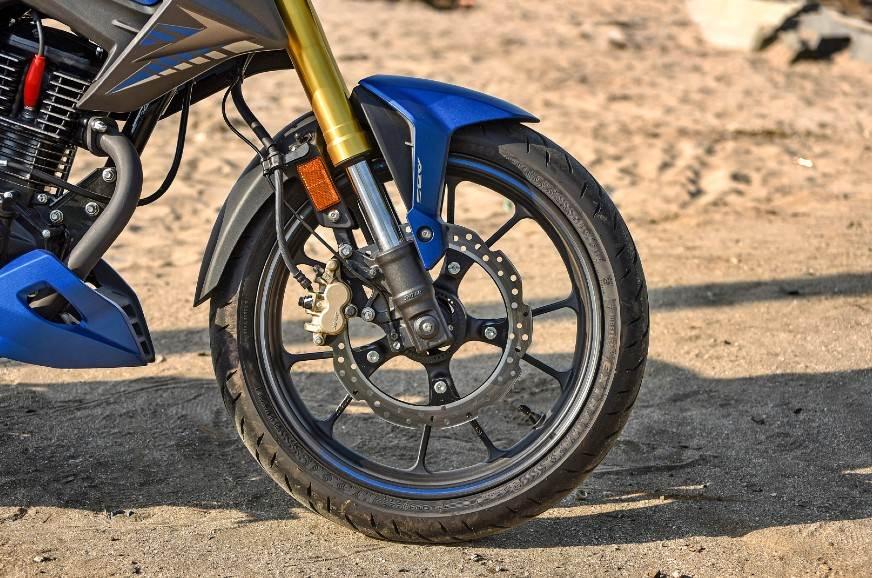 2020-Honda-Hornet-fork