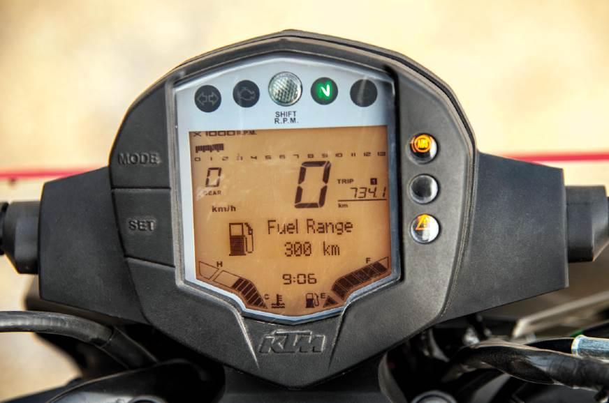 KTM-125-Duke-LCD