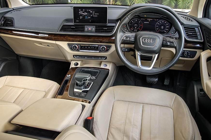 Audi Q5 front action