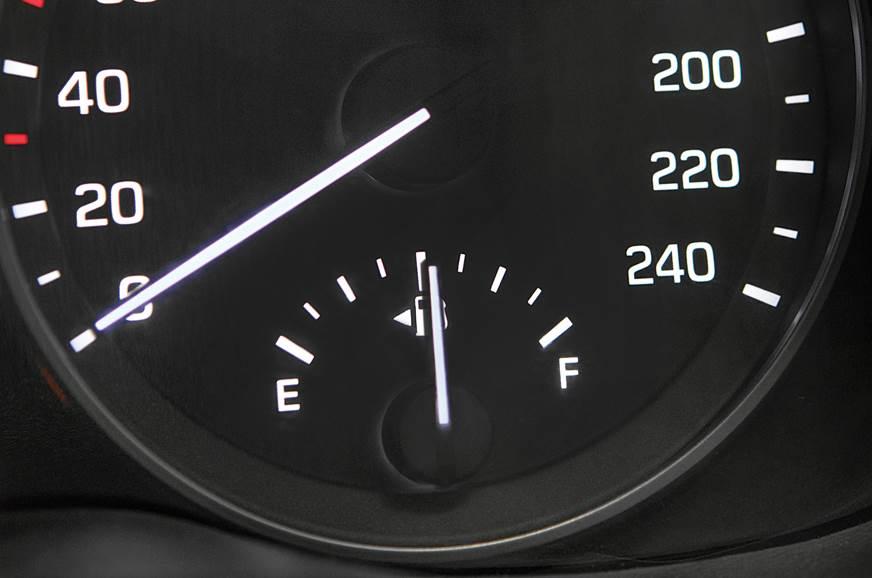 Hyundai Elantra fuel gauge