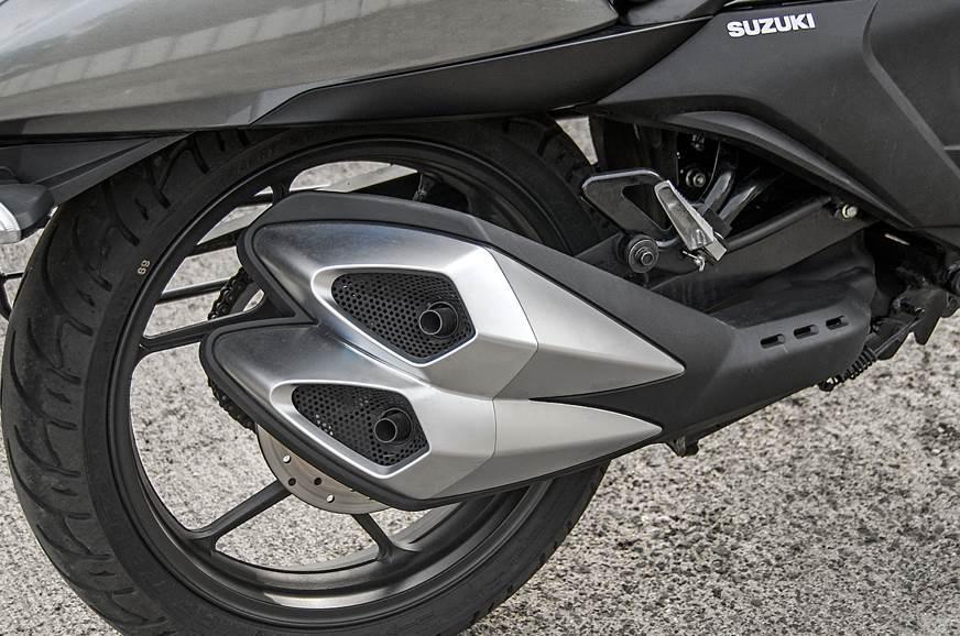Suzuki Intruder FI exhaust