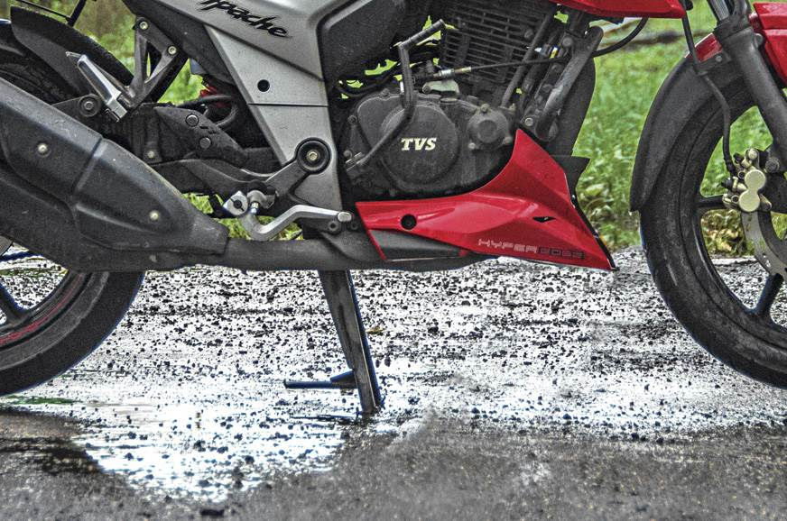 TVS-Apache-RTR-160-4V-ground-clearance